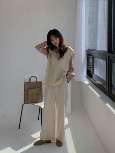 こなれ感のあるファッションコーデをしている女性の画像