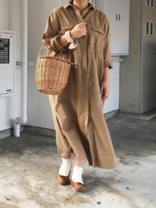 ZARAのノームコアファッションをした女性の画像