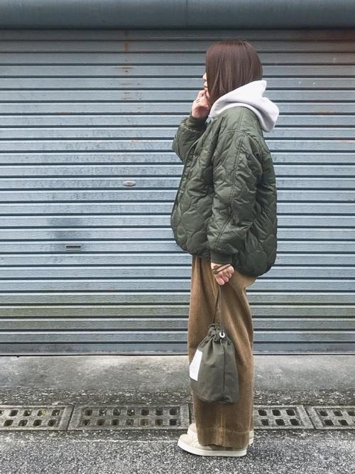 キルティングジャケット大人コーデの参考画像