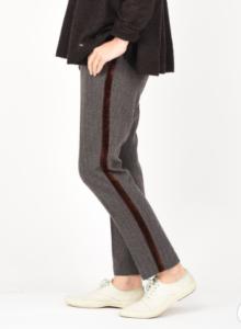 知らなくていいコトで吉高由里子が着用していたパンツ衣装の画像