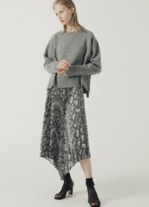 知らなくていいコトで吉高由里子が着用していたグレーニット衣装のブランド画像