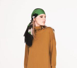10の秘密で仲間由紀恵が着用しているスカーフ衣装の画像
