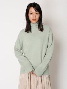アライブで松下奈緒さんが着用しているミントカラーニット衣装の画像