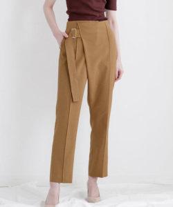 ランチ合コン探偵の山本美月が着用しているパンツ衣装のブランド参考画像