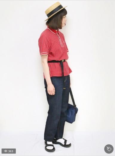 ポロシャツの赤コーデに関する参考画像