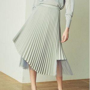 私の家政夫ナギサさん第1話で多部未華子が着用しているプリーツスカートCAST:の参考画像