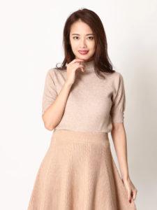 美食探偵明智五郎で小池栄子さんが着用しているニットDURASの参考画像