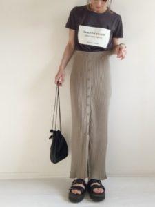 ベージュタイトスカートに関する参考画像