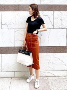 ブラウンタイトスカートに関する参考画像