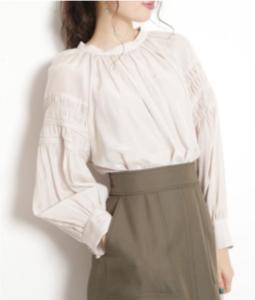 SUITSスーツ2で新木優子が着用しているブラウスブランド参考画像