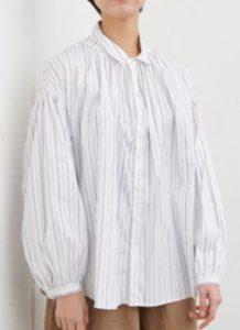 美食探偵明智五郎で小芝風花が着用しているストライプシャツmanonの参考画像