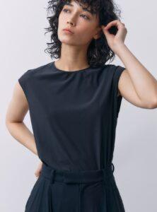 プロミスシンデレラ6話で二階堂ふみが着用しているTシャツSTUNNING LUREの参考画像